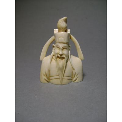 Tabatière en ivoire au notable. Chine 1920-30