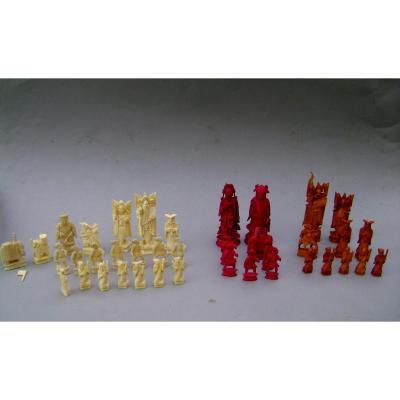 39 pièces de jeu d'échec en ivoire. Chine début XXème