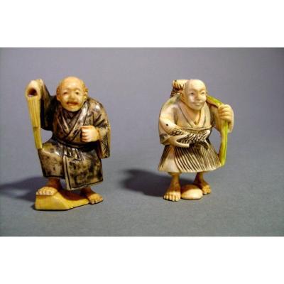 Deux netsukes en ivoire. Le bossu et le pêcheur. Japon époque Taisho (1912-1928 )