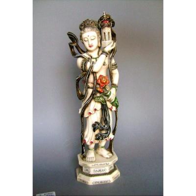Okimono en ivoire. Gwan-Yin, Déesse de la fidélité. Chine XIXème.