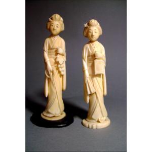 Deux okimono en ivoire.  La vigneronne et la geisha. Japon époque Meiji (1868-1912 )