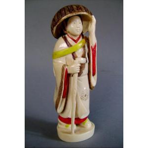 Okimono en ivoire. Jolie paysanne. Japon époque Taisho  (1912-1928 )