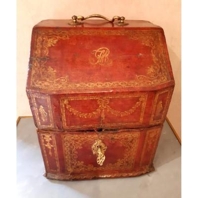 coffret à couverts gainé de cuir du XVIIIème siècle