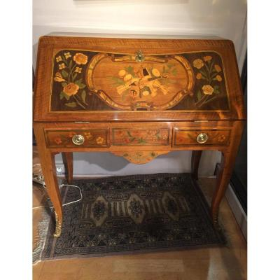 Bureau de pente, époque Louis XV, décor marqueté
