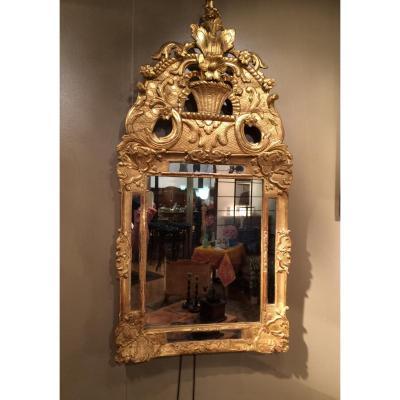 Miroir en bois sculpté et doré, XVIIIème siècle