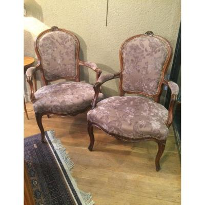 """Paire de fauteuils """"cabriolets"""" d'époque Louis XV"""