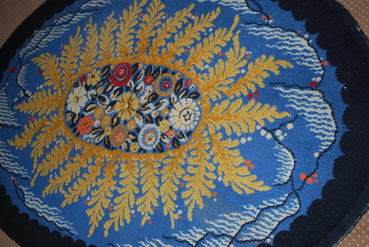 Tapis Art Déco Motifs à décor central de fleurs et fougères sur le pourtour  Sur Fond Bleu-photo-1
