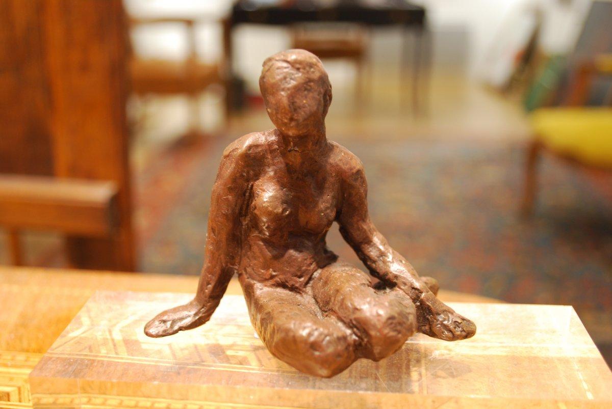 Nu Assis Sculpture En Bronze