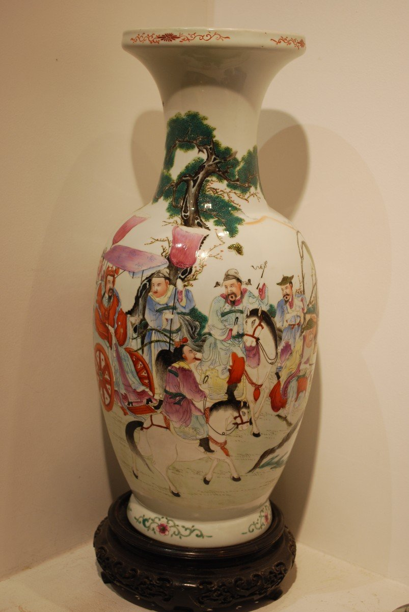 Vase Chine à Décor d'Empereur Et Dignitaires