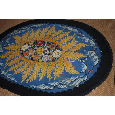 Tapis Art Déco Motifs à décor central de fleurs et fougères sur le pourtour  Sur Fond Bleu