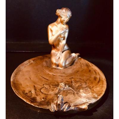 Vide Poche En Bronze De Jeune femme Sur Un Nenuphar Seduisant Une Grenouille