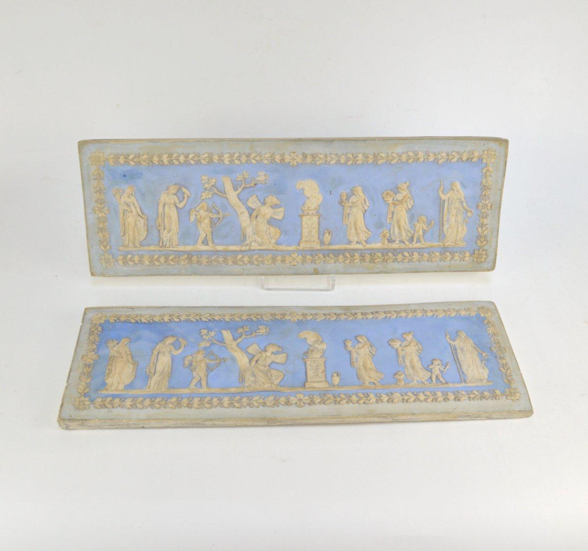 Deux Plaquettes Murales En Plâtre Dans Le Goût De Wedgwood Blanc Bleu 19ème