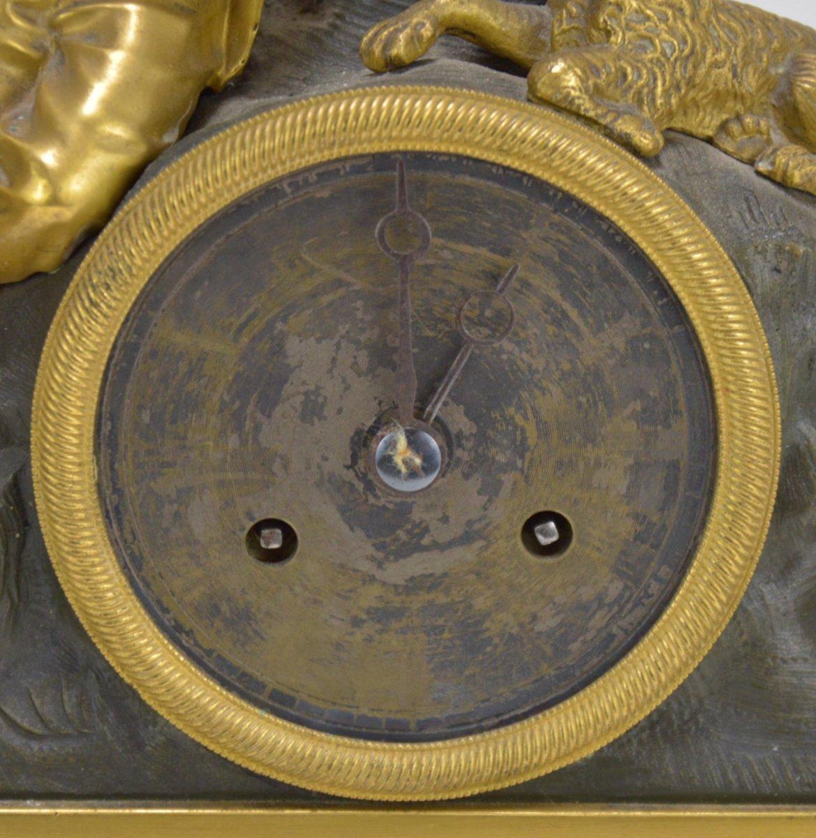 Pendule En Bronze Doré Présentant Garçon Dormant Au Chien 19ème-photo-3