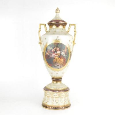 Grand vase En Porcelaine Dans Le Goût De Vienne Circa 1900 54 cm