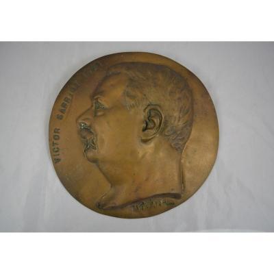 Large Medallion In Bronze Victor Sarriot