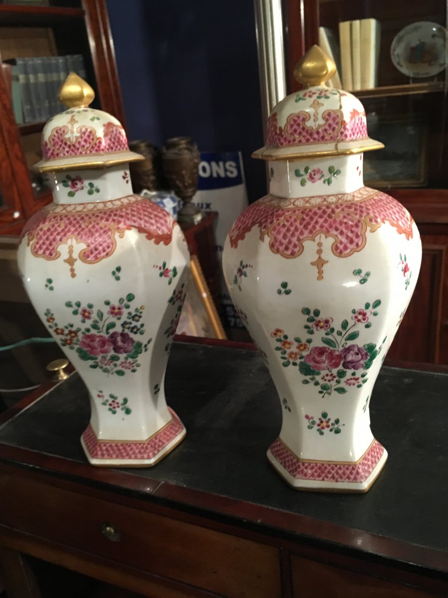 Pair Of Small Potiches Covered In The Taste Of The East India Company