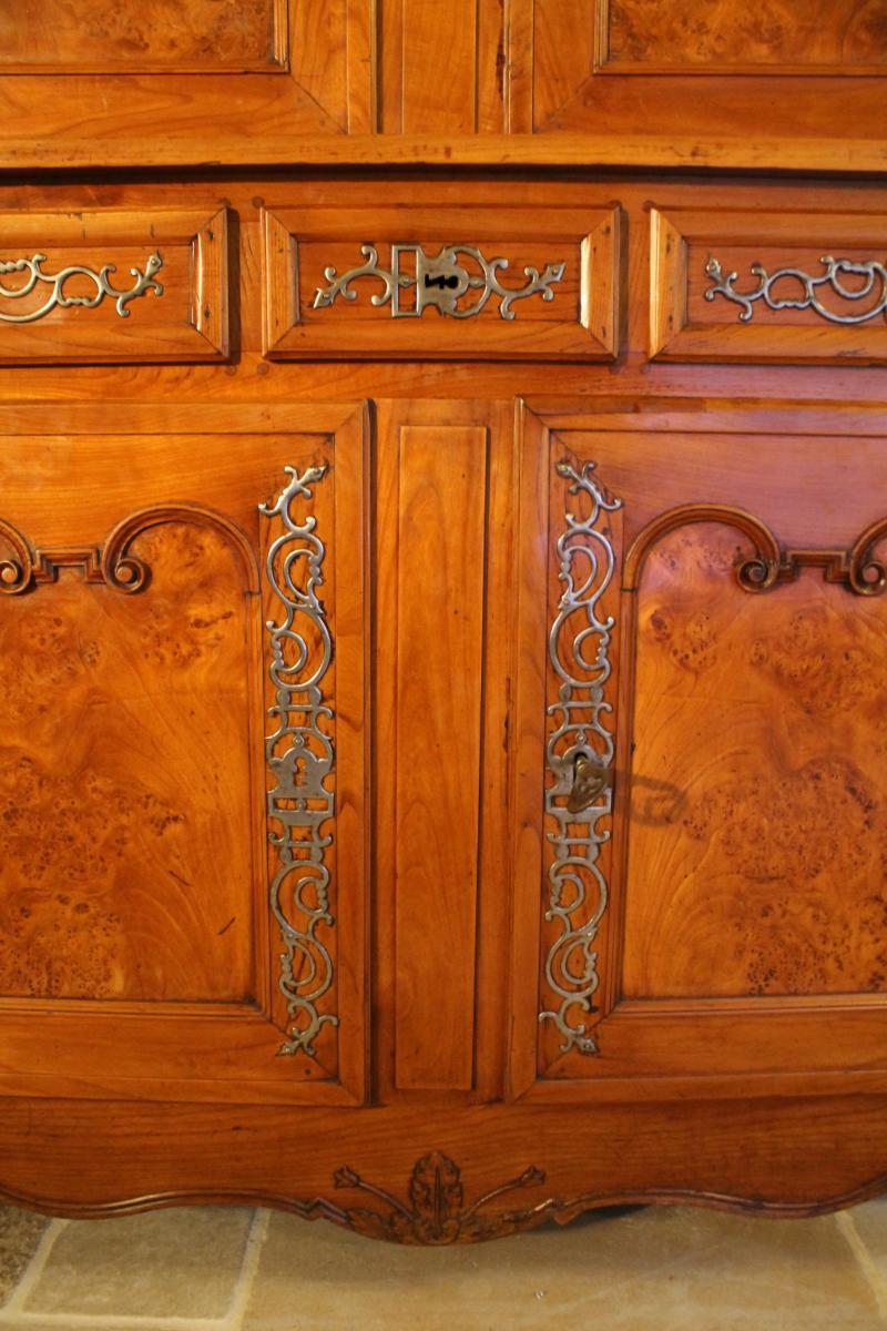 buffet deux corps louis xv en merisier et loupe d 39 orme buffets enfilades. Black Bedroom Furniture Sets. Home Design Ideas