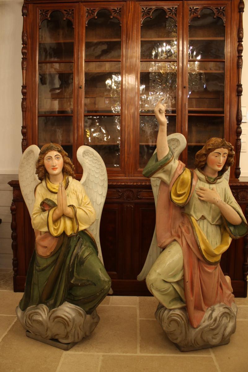 Importante Paire d'Anges En Bois Sculpté Polychrome