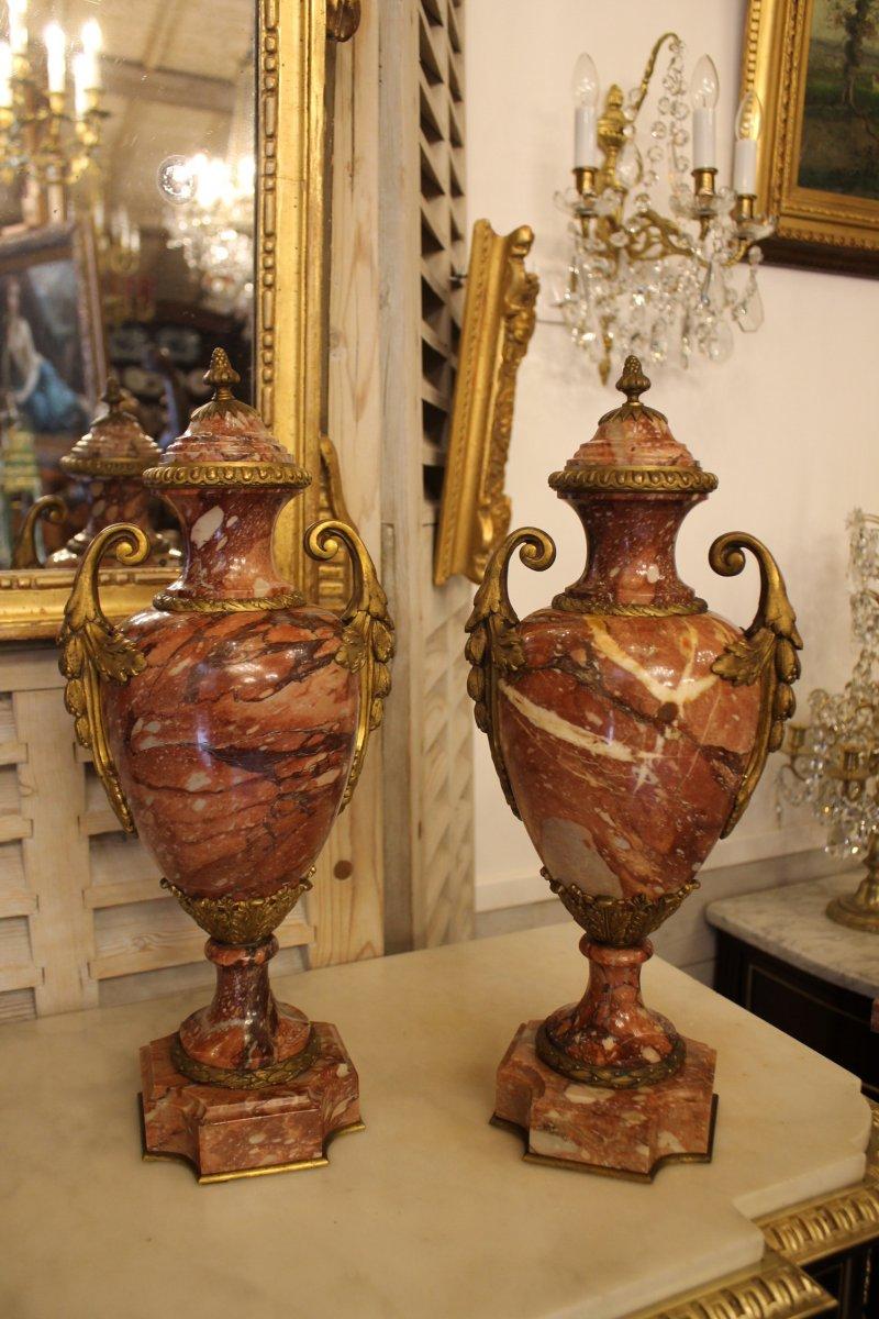 Paire De Vases En Marbre Rouge Royal, XIXème Siècle