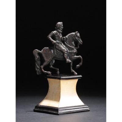 Bronze d'Applique Figurant Un Cavalier Lauré Et Cuirassé