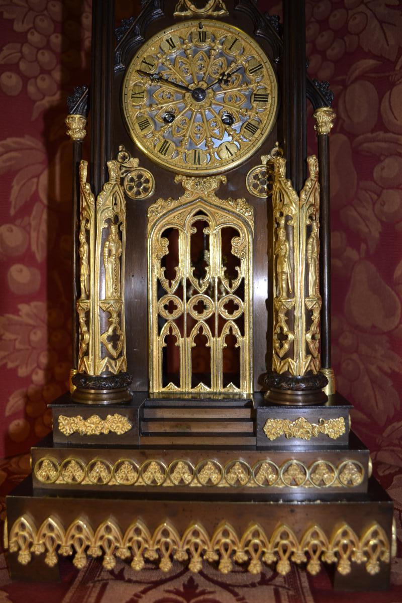 """Pendule Gothique """" A La Cathedrale """" Vers 1840 , Ht 54."""