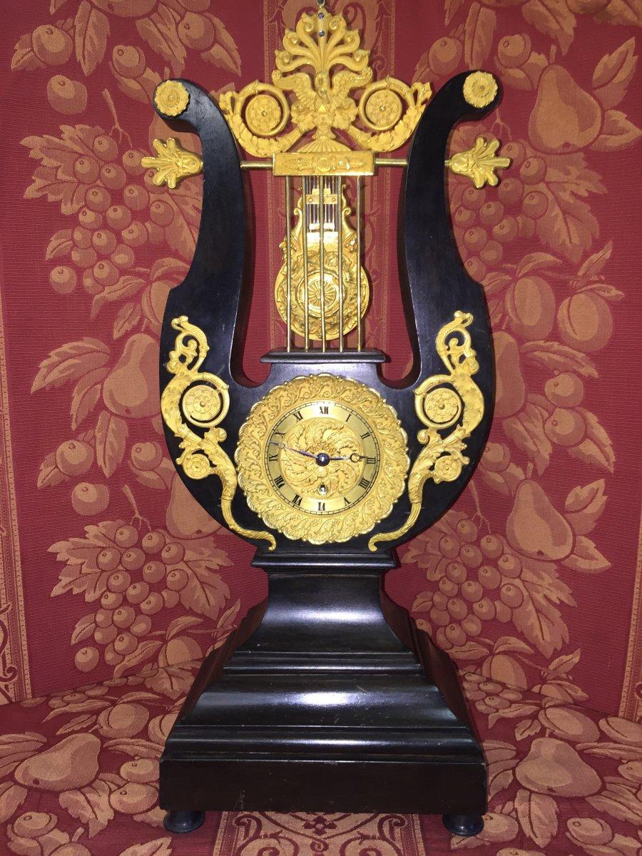 Pendulum Lyre