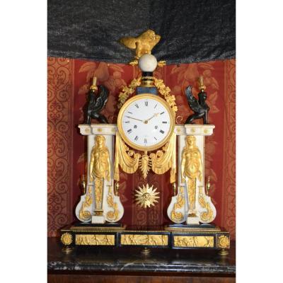 Pendule Louis XVI à Paris , Ht 66.