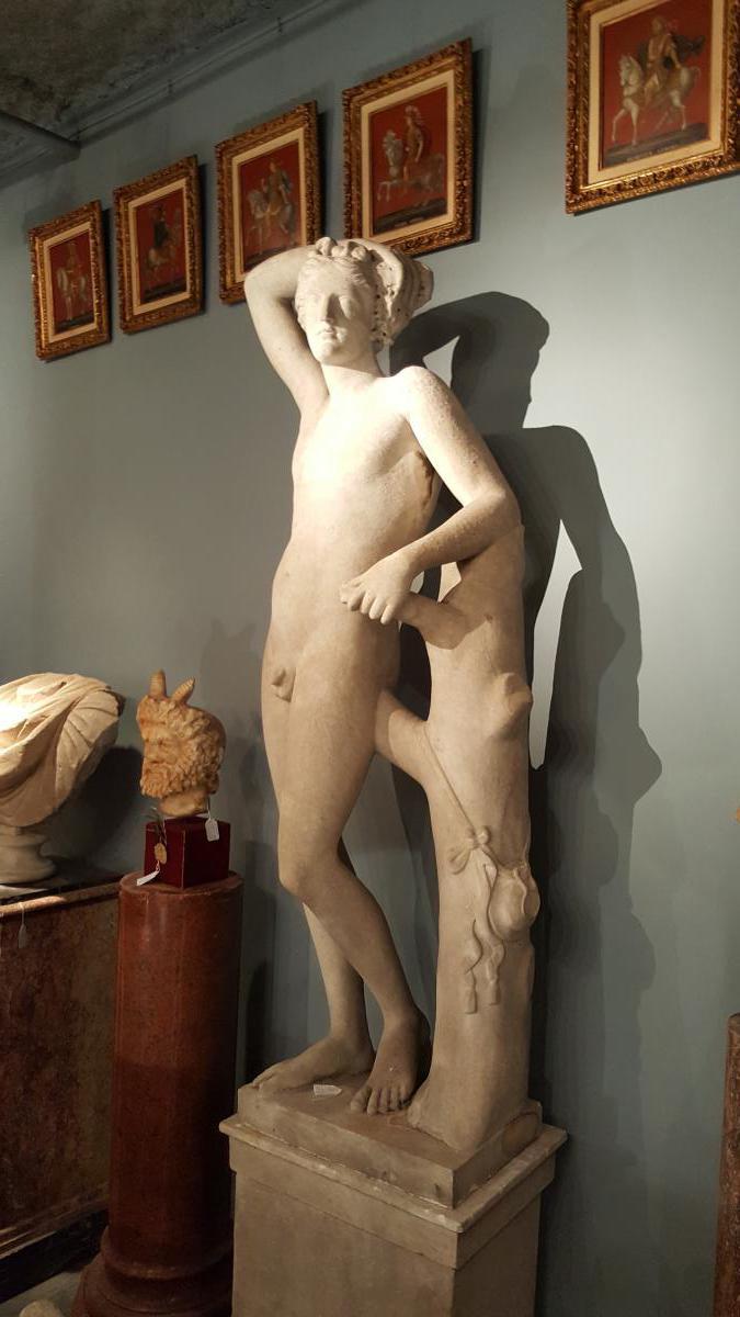 Statue De  Dyonisos