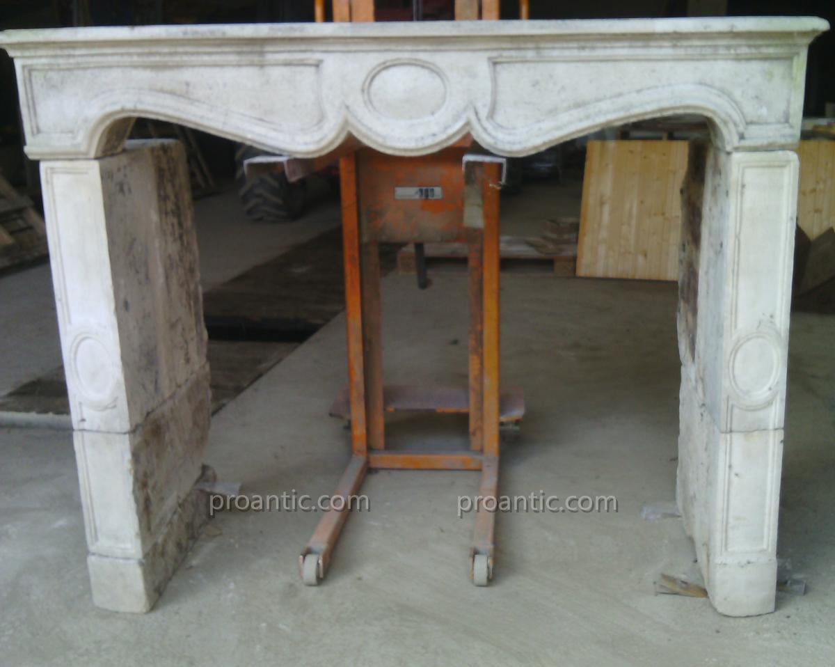 Cheminée Ancienne Galbée Sculptée à Jambages Droit
