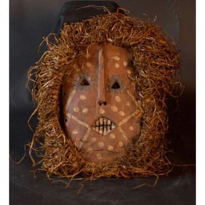 Kumu Or Komo Mask Of The Ituri Forest - D.r.c.