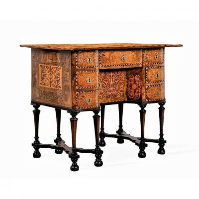 """Rare bureau huit pieds dit """"Mazarin"""" - vers 1680 - dans le goût des HACHE"""