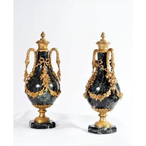 Importante Paire De Vases Décoratifs En Marbre Et Bronze Doré - XIXème