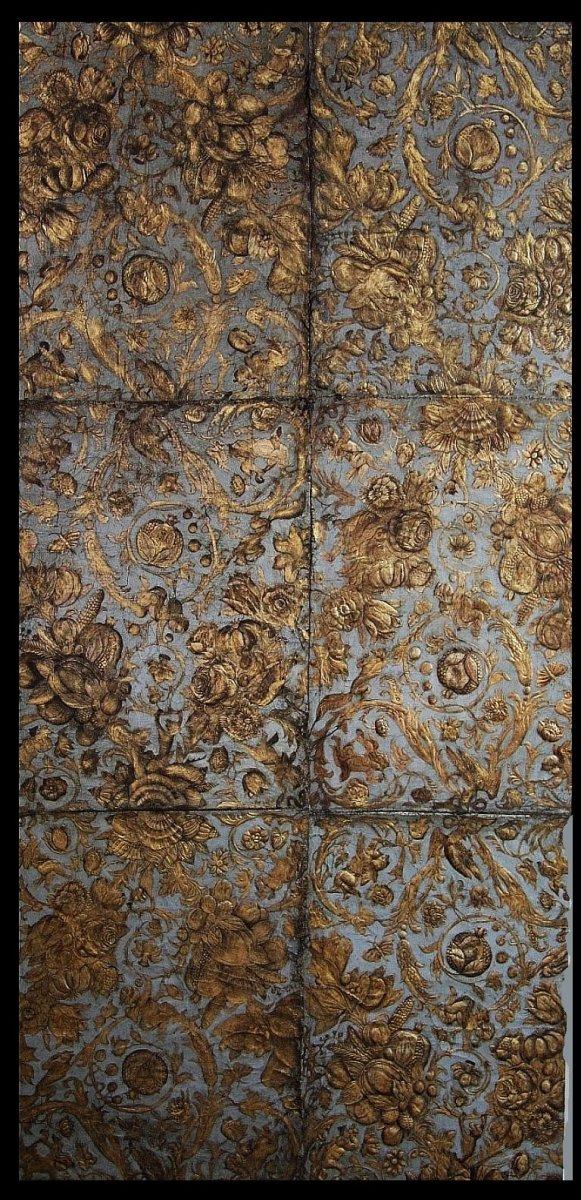 Tapisserie importante en cuir estampé et doré, prob. Raymond Boissier, Avignonf fin 17ième