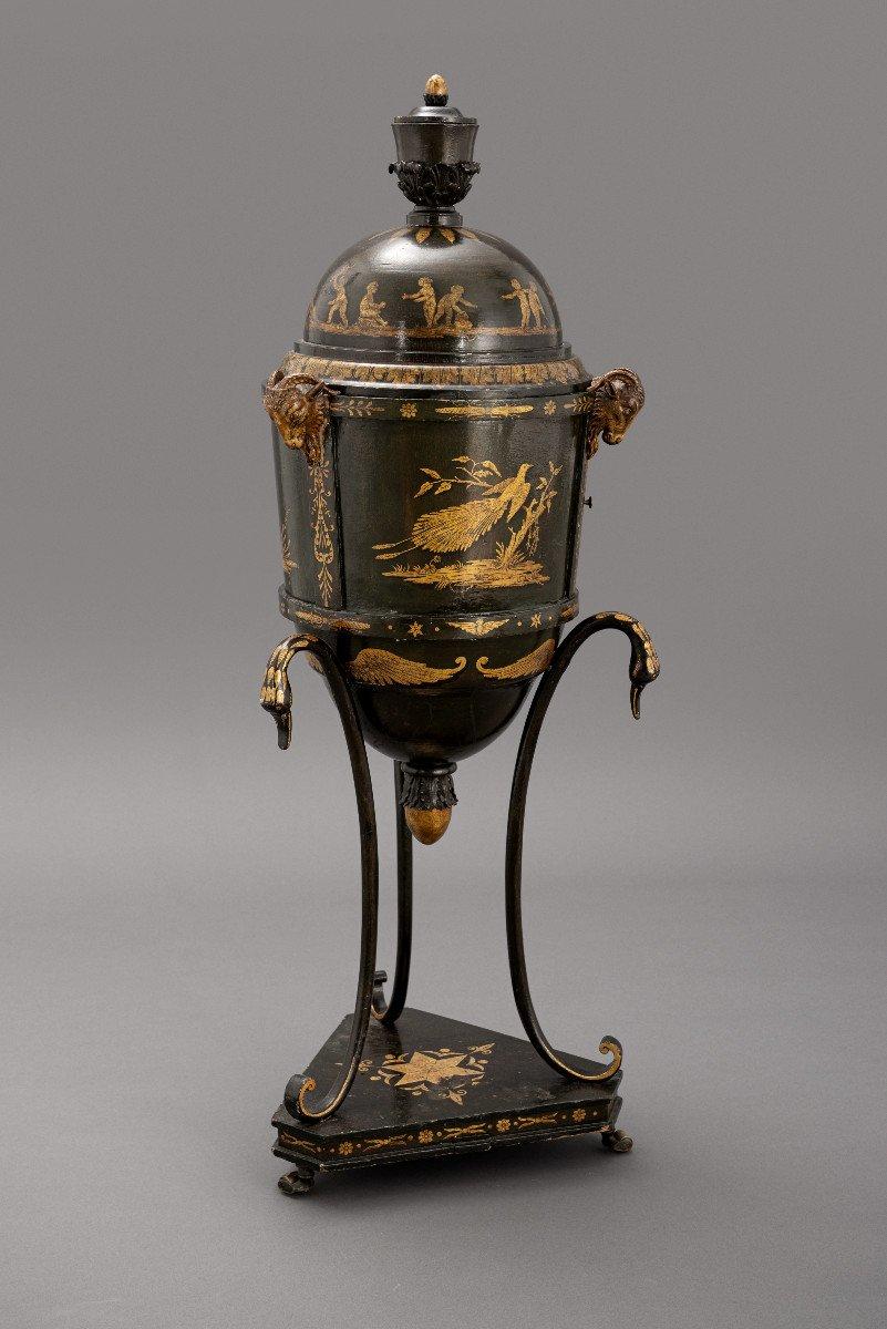 Gueridon Laqué Dans Le Style Japonais, Vienna Vers 1820