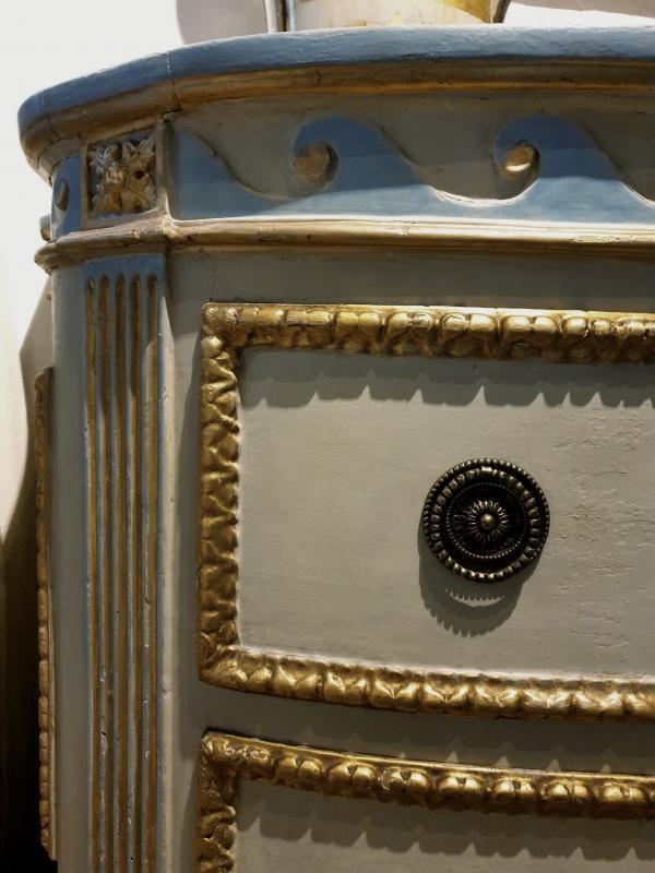 Commode piémontais de l'époque transition peinte et dorée. Marbre d'origine ivoire, Turin 1780-photo-4