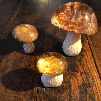 Trois cèpes en ivoire et cristal de rôche, probablement Fabergé, Russie début 20ième