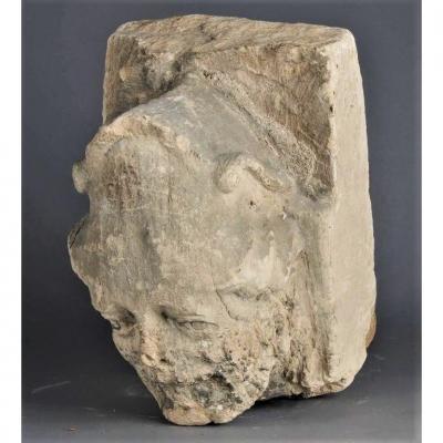 Sculpture Haute Epoque. Grande Tête En Pierre Calcaire. XVème Siècle.