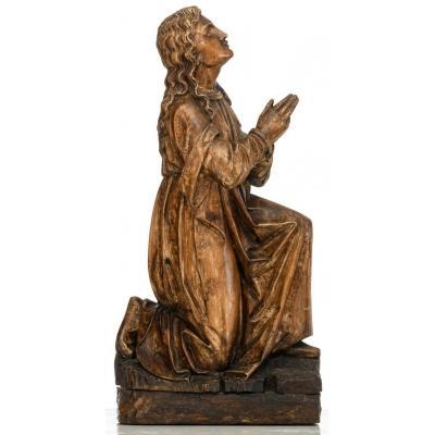 Statue En Bois- Époque XVIIème Siècle. Sainte En Prière. Élément de retable.