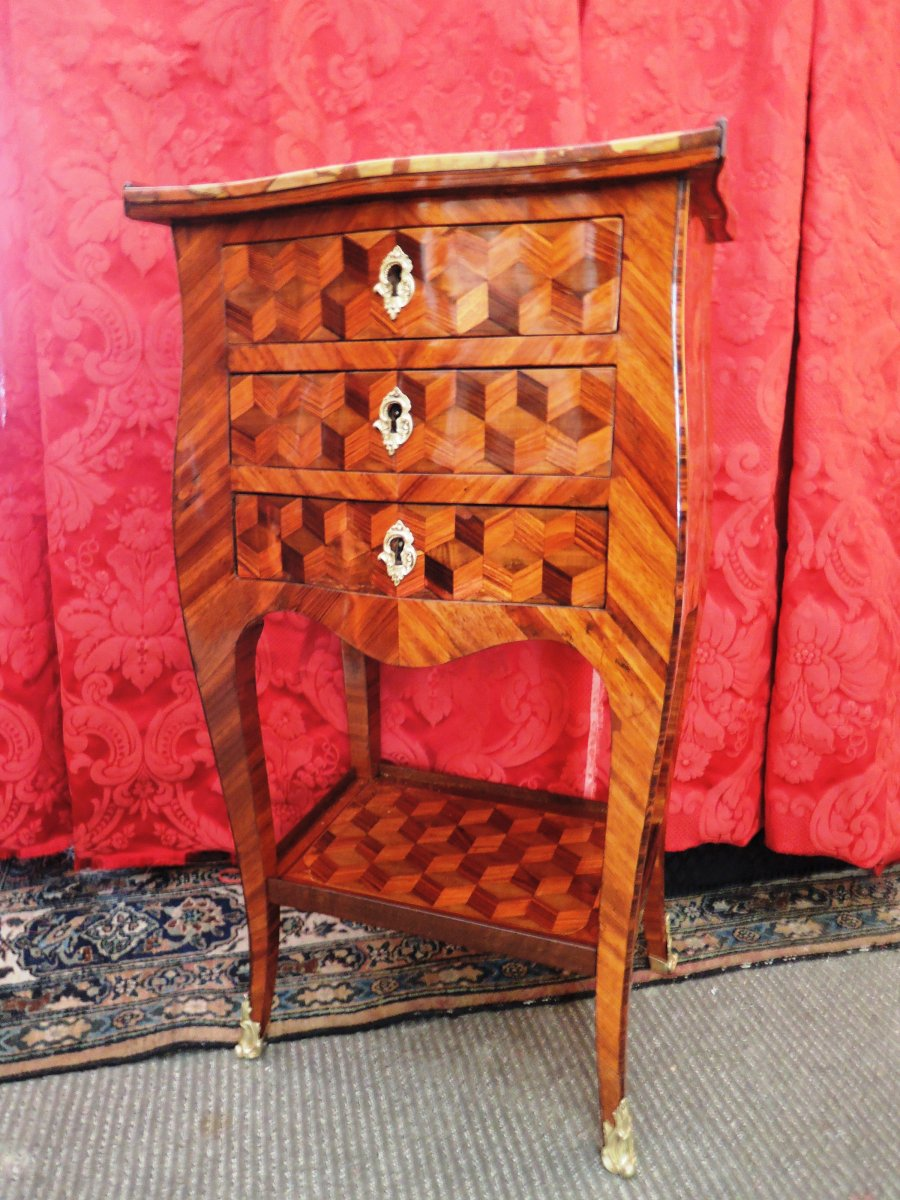 Small Cubic Marquetry Table. Transition Period Louis XV- Louis XVI