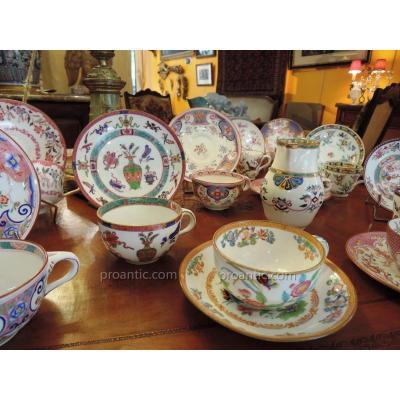 Important Ensemble De Tasses En Porcelaine De Minton