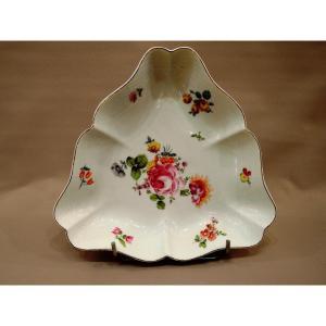 Coupe Triangulaire  Dans Le Goût De Saxe. Porcelaine de Herend. Vers 1940