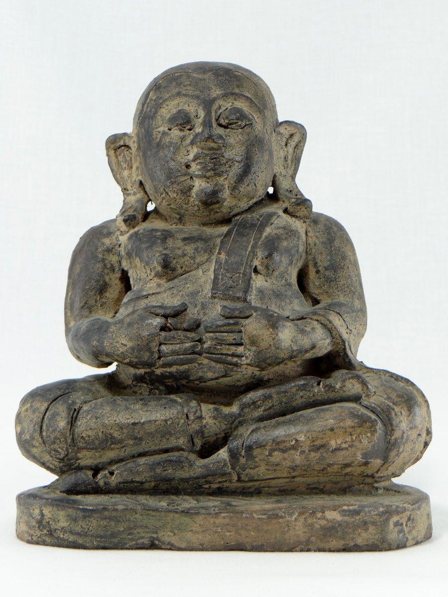 China Around 1900 Anterior, Putai Or Opulent Buddha In Modeled Clay.