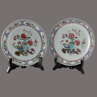 China XVIIIth Century, Pair Of Porcelain Plates Decor Vase And Peonies