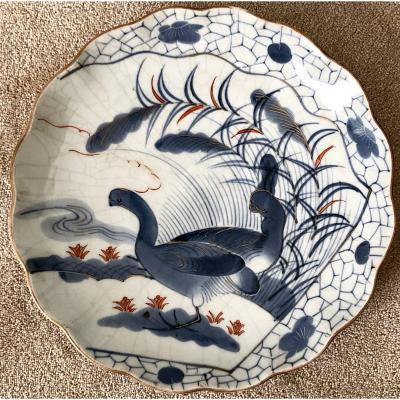 Japon, Fours De Arita, XIXème Siècle, Plat En Porcelaine Au Volatile.
