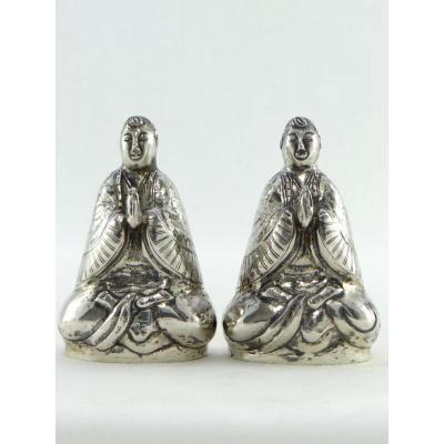 Chine, Milieu Du XXème Siècle, Paire De Salières En Argent Figurant Des Bodhisattva.
