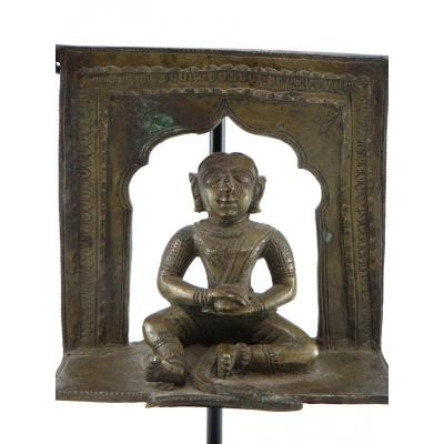 India, XIXth Century, Small Hindu Altar In Bronze Representing A Deity.