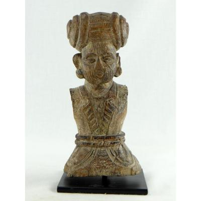 India, XVIIIth Century, Bust Of Dignitary In Carved Wood.