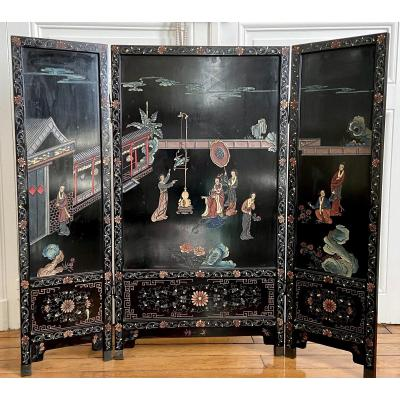 China, First Third Of The XXth Century, Important Lacquer Triptych Screen.