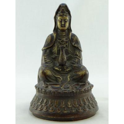 Chine, Fin Du XIXème Siècle - Début Du XXème Siècle, Statue De Kwan Yin En Bronze.