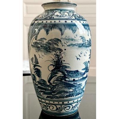 Vietnam, Années 1950/1960, Vase En Porcelaine à Décor De Paysages Lacustres.